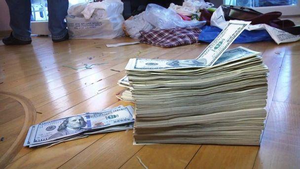 """Аброськін показав фото схопленого на Одещині """"злодія в законі"""" та стоси грошей"""