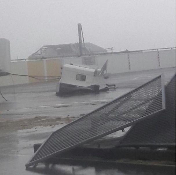 Ураган Ірма потужно вдарив по одному з найвідоміших аеропортів в світі