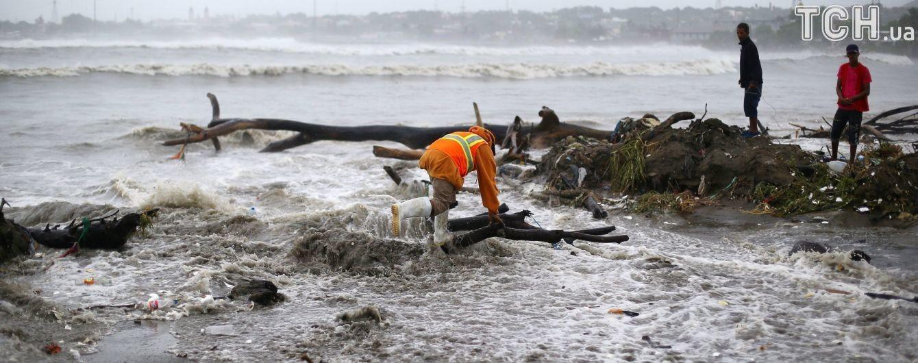 Миллионы распространений и тысячи просмотров: какие нелепые фейки сообщают об урагане Ирма