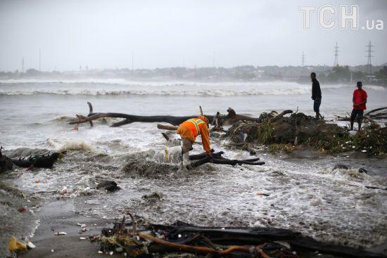 Мільйони поширень і тисячі переглядів: які безглузді фейки повідомляють про ураган Ірма