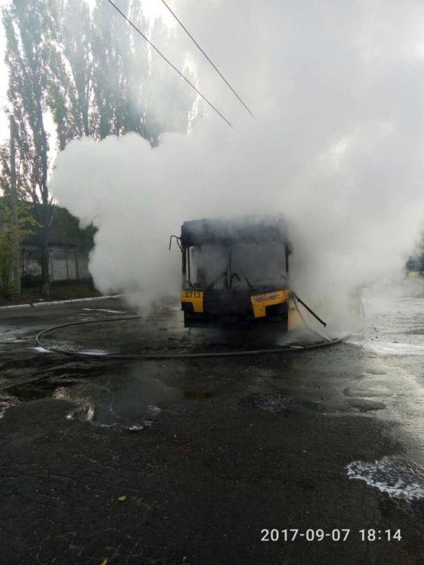 В Киеве дотла выгорел троллейбус