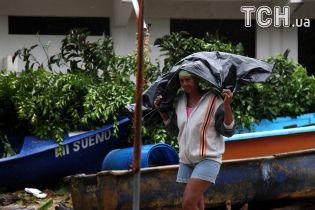 """Удар стихії: 700 тисяч людей евакуювали із Куби через ураган """"Ірма"""""""