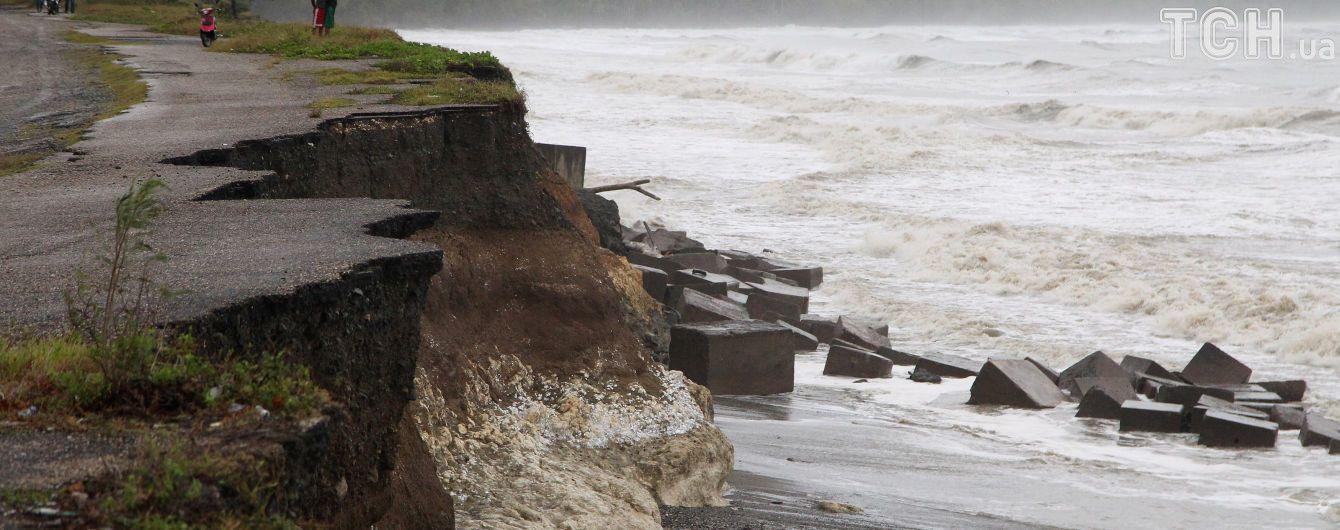 """Ураган """"Хосе"""" усилился до четвертой категории и готовится добивать пострадавшие от """"Ирмы"""" острова"""