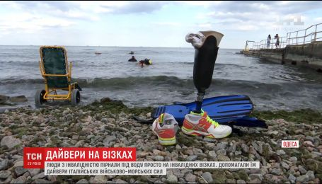 В Одессе люди с инвалидностью вместе с военными из итальянского эсминца занялись дайвингом