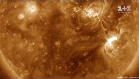 Заряджені частки і згустки плазми з Сонця наближаються до Землі