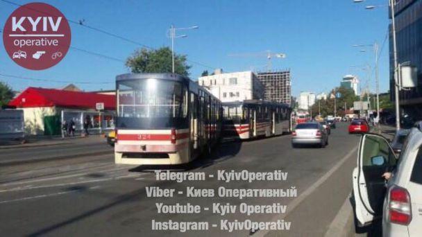 У столиці зійшов із рейок швидкісний трамвай – рух транспорту зупинили