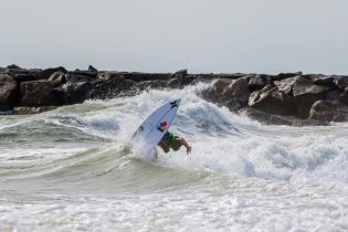 """У Барбадосі загинув 16-річний професійний серфер, який вирішив підкорити хвилі під час урагану """"Ірма"""""""