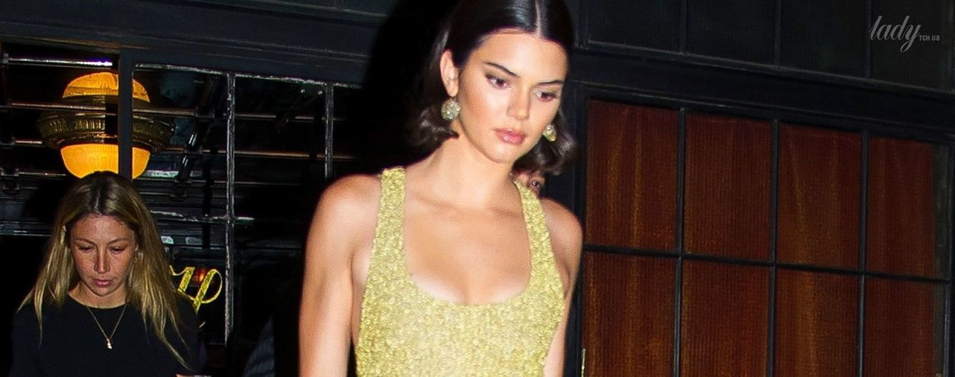 В маленьком золотом платье: Кендалл Дженнер сходила на вечеринку в Нью-Йорке