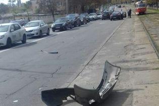 В Киеве неизвестные из авто обстреляли другую машину и скрылись