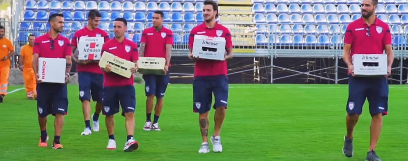 Итальянские футболисты угостили рабочих пивом за быстрое строительство стадиона