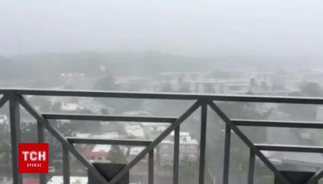 """Очевидец зафиксировал мощный ураган """"Ирма"""""""