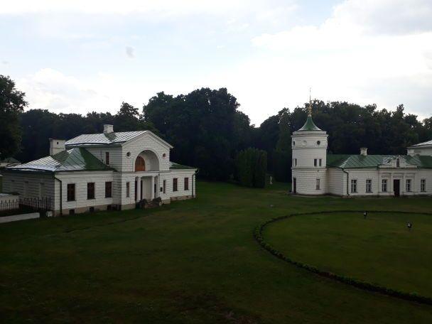 """Атмосферна """"Качанівка"""": розкішні пейзажі і аристократичні фасади"""