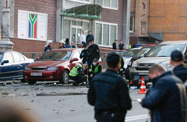 З'явилися перші фото з місця вибуху у центрі Києва