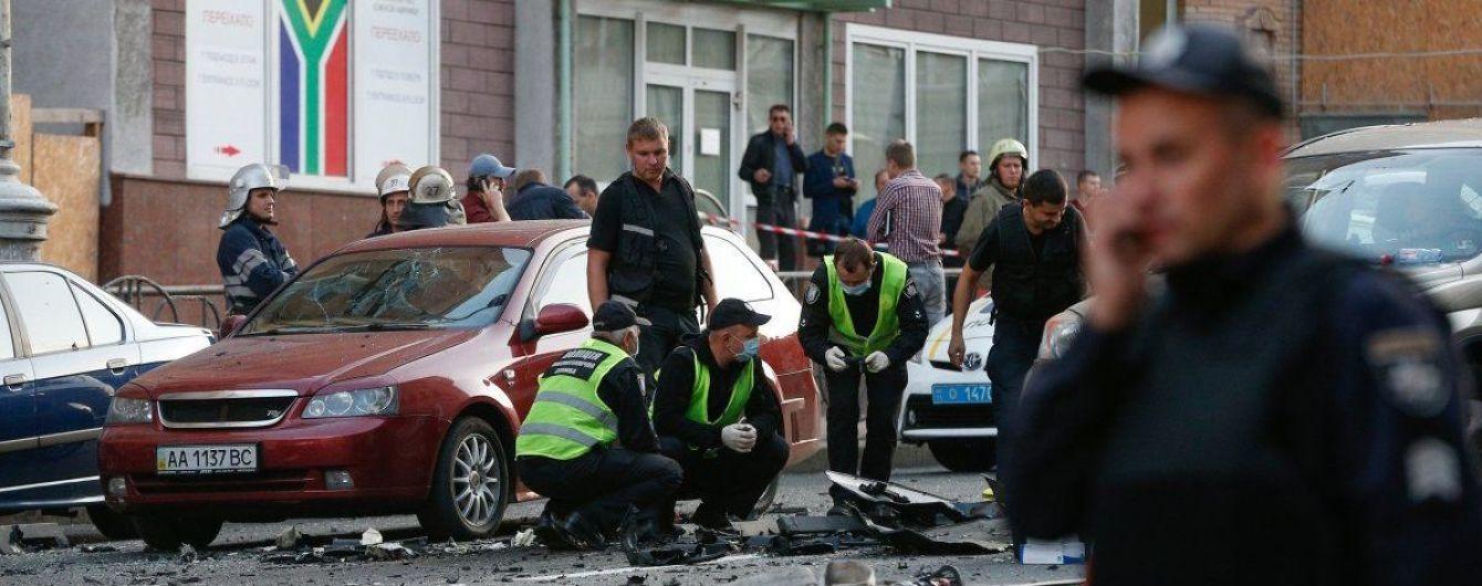 Надзвичайні служби продовжують чергування на місці вибуху в Києві