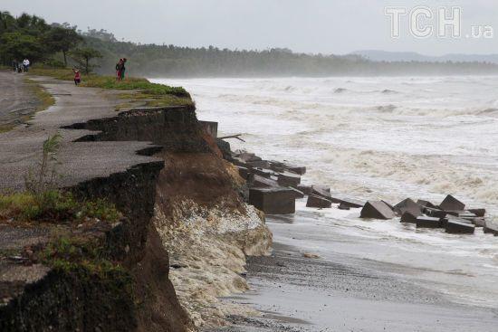 """Ураган """"Хосе"""" посилився до четвертої категорії та готується добивати постраждалі від """"Ірми"""" острови"""