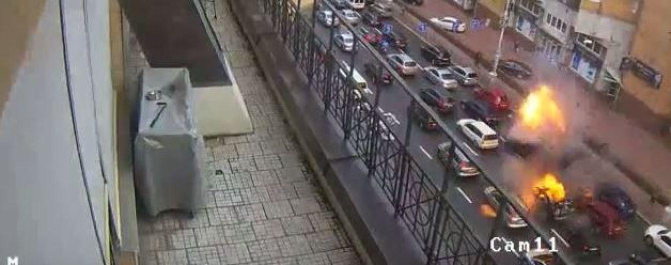 Камери спостереження зафіксували момент вибуху авто в Києві