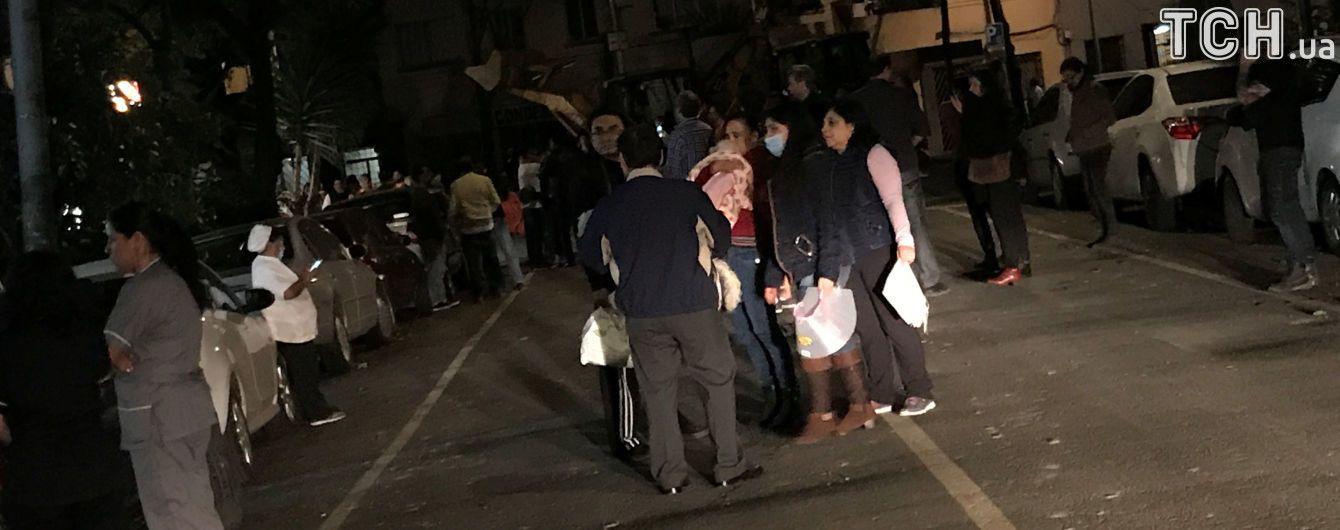 Качающиеся фонари и взрывы электролиний: очевидцы зафиксировали, как землетрясение ударило по Мексике