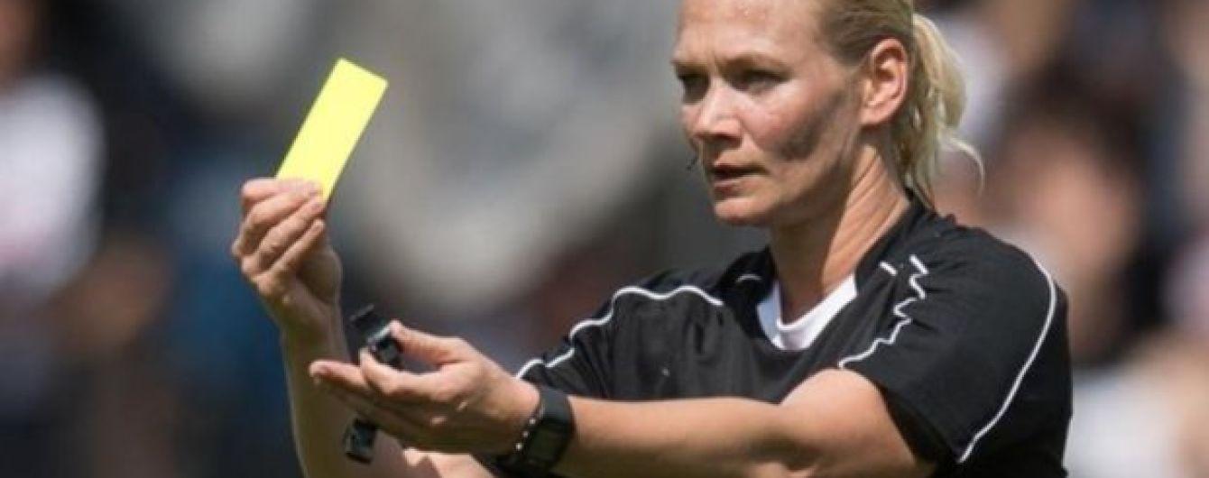 На дебютний матч знаменитої жінки-арбітра у Бундеслізі продають квитки за півціни