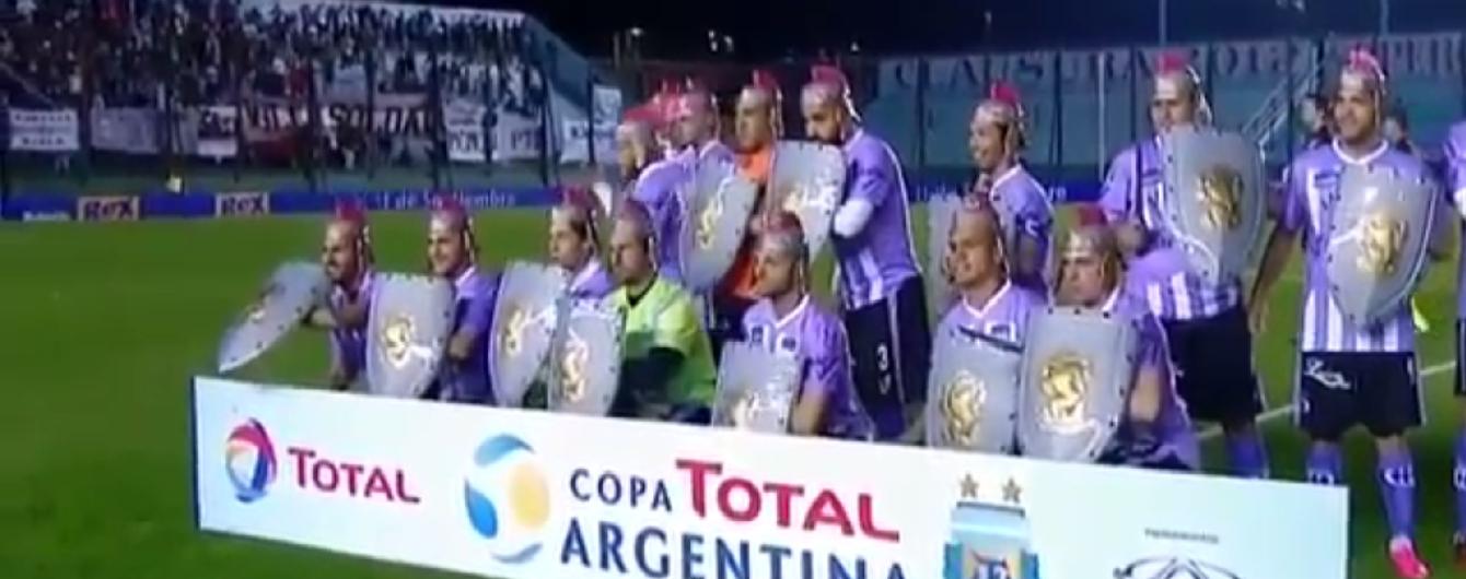 Гладиаторы на поле. Аргентинская команда сделала довольно необычное фото перед матчем