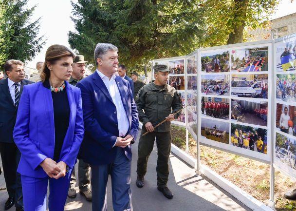 Поездка президента в Винницкую область: Порошенко вручил нацгвардийцам государственные награды