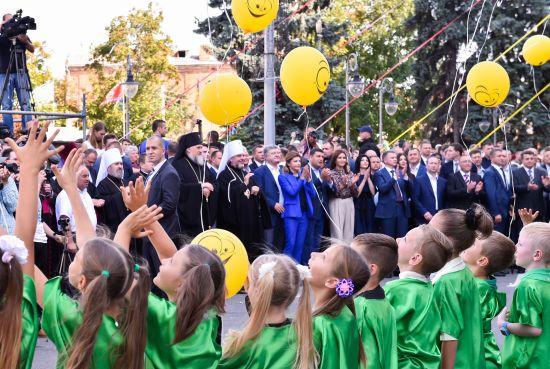 Парад оркестрів, водне шоу і биття посуду: три обласних центри відсвяткували дні міста