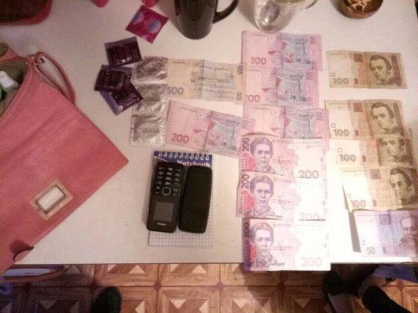 Жорстка дисципліна та система штрафів: в Одесі затримали групу сутенерів