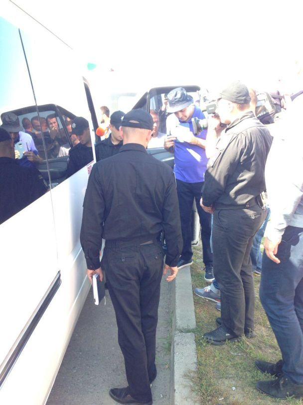 """У партії Саакашвілі заявили про """"тітушок"""", які автобусами прибули до Краковця"""