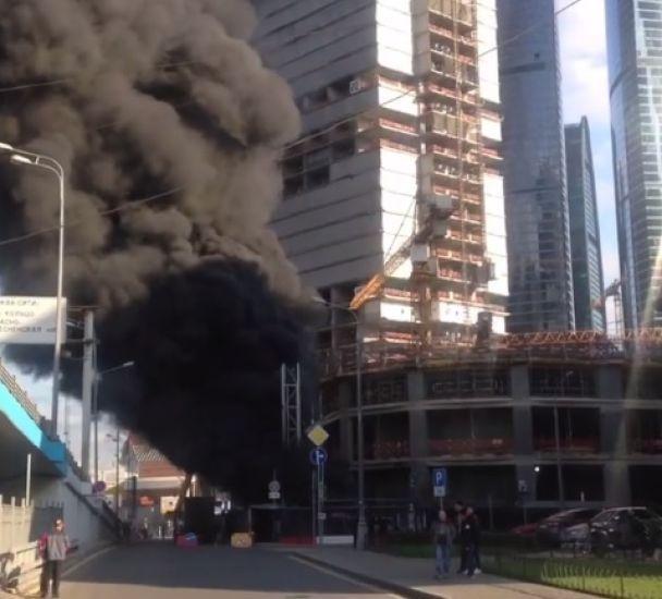 Москва сити пожар натекущий момент : новые видео шокируют жителей столицы
