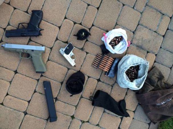 Полиция обнаружила арсенал оружия при расследовании добычи песка под Киевом