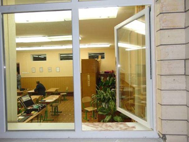 В Киеве на Борщаговке в школе задержали грабителя