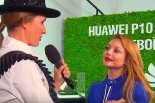 Тина Кароль призналась, что у нее в гардеробе есть чулки от украинского производителя