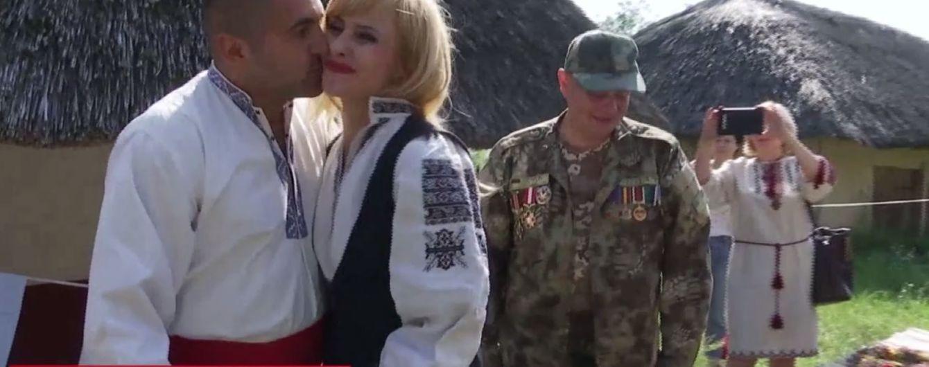 Експрес-весілля по-українськи: в Пирогові побралися військовий і волонтерка