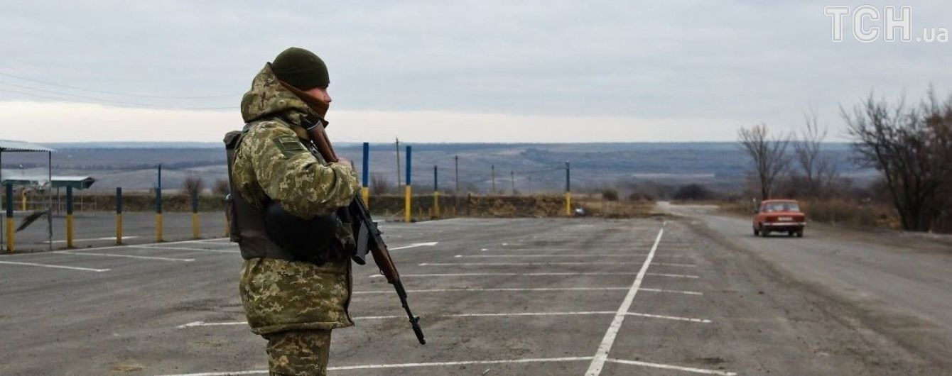 """Пункт пропуску """"Майорське"""" закривали через ранковий обстріл бойовиків з гранатометів"""