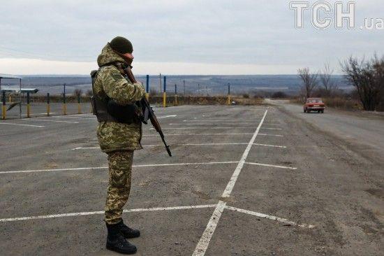 Бойовики обстріляли КПВВ Майорськ: люди були змушені тікати до українських військових за прихистком