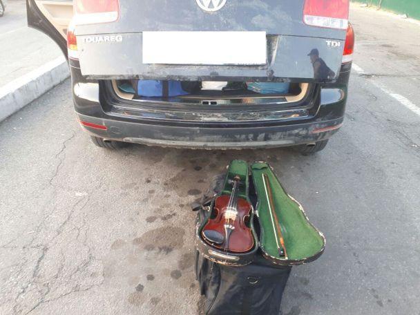 З України намагалися незаконно вивезти старовинну скрипку