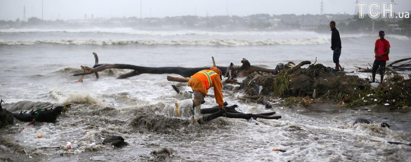 """Украинцев могут эвакуировать из французских островов из-за мощного урагана """"Ирма"""""""