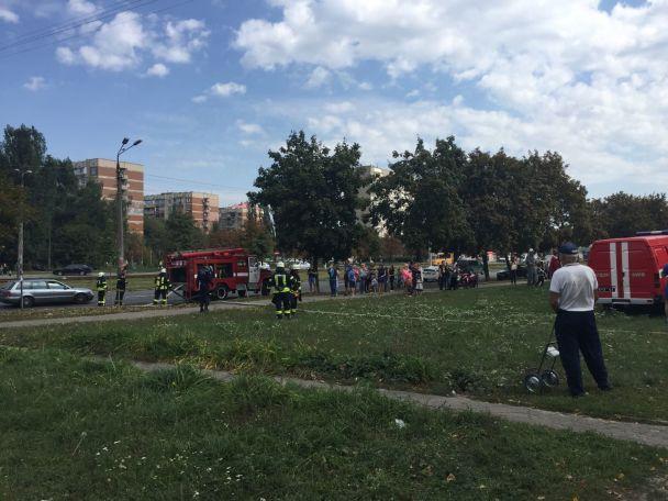 В Киеве во время масштабного пожара в многоэтажке погиб ребенок, есть травмированные