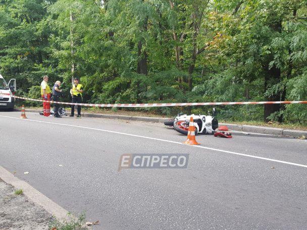 В столичном Голосеевском парке насмерть разбился мотоциклист