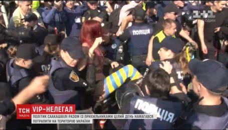 Обнаженная феминистка, оружие и палаточный городок: как Саакашвили собирались встречать на границе