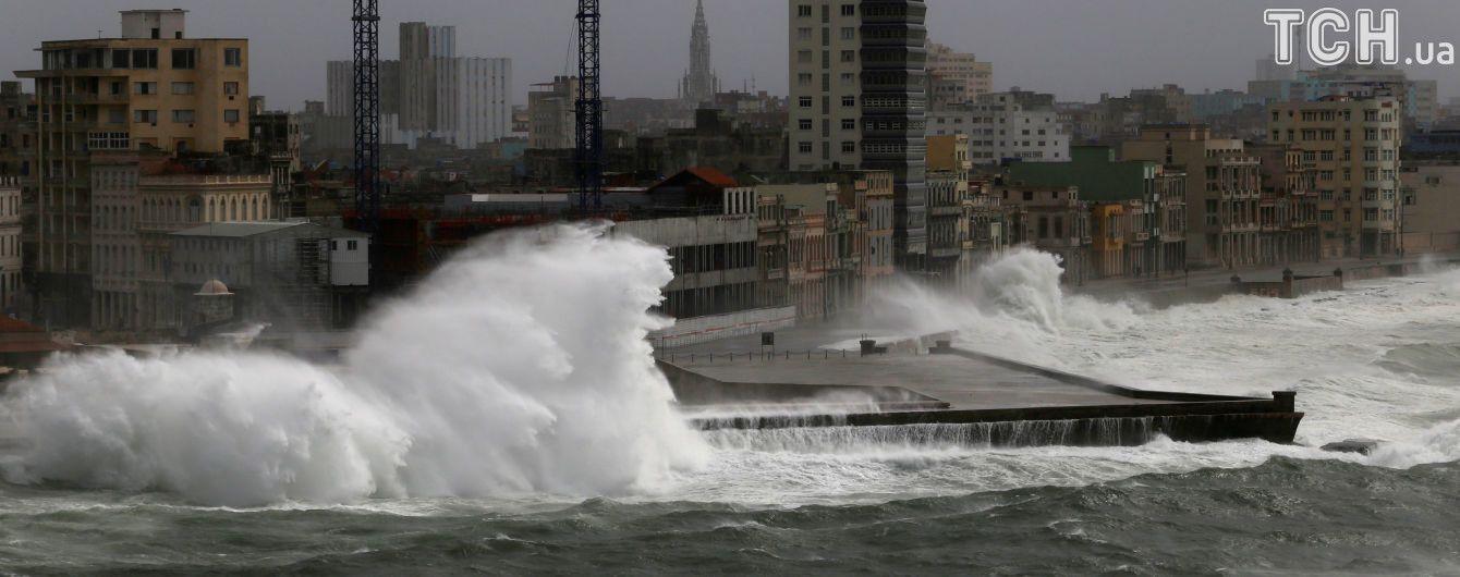 """Ураган """"Ирма"""" достиг наивысшей разрушительной категории и уничтожает все на своем пути"""
