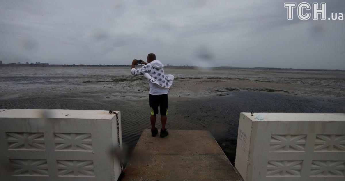 """Встояти на ногах і застрелити """"Ірму"""". Як американці борються з потужним ураганом"""