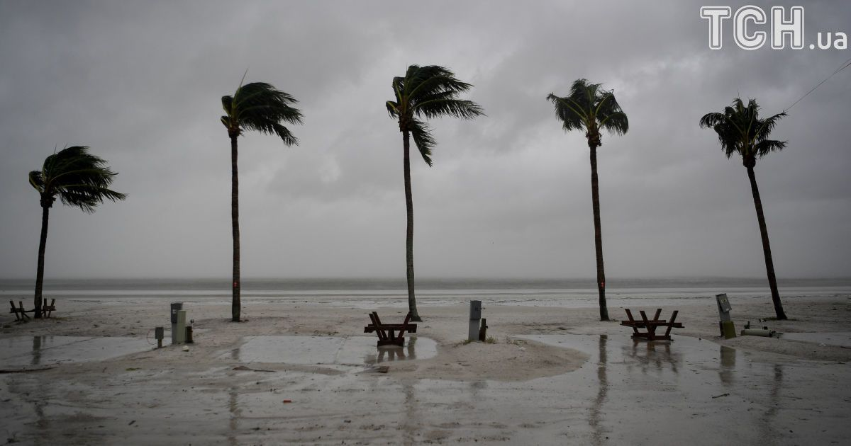 """Устоять на ногах и застрелить """"Ирму"""". Как американцы сражаются с мощным ураганом"""
