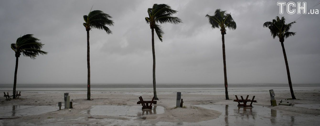 """""""Огромный монстр"""": после атаки урагана Трамп ввел во Флориде режим крупного стихийного бедствия"""