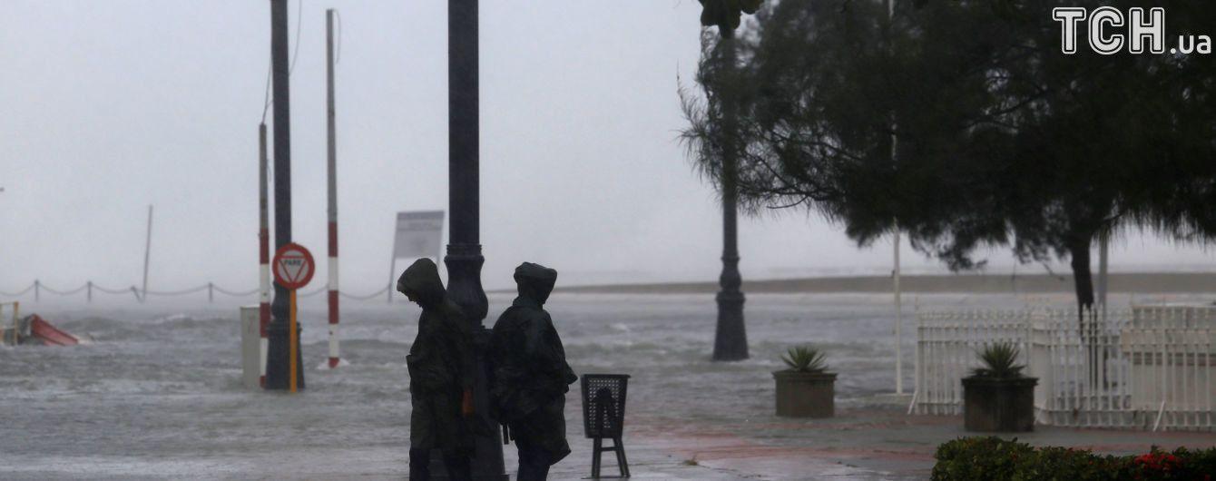 """Пять торнадо образовалось во Флориде после атаки урагана """"Ирма"""""""