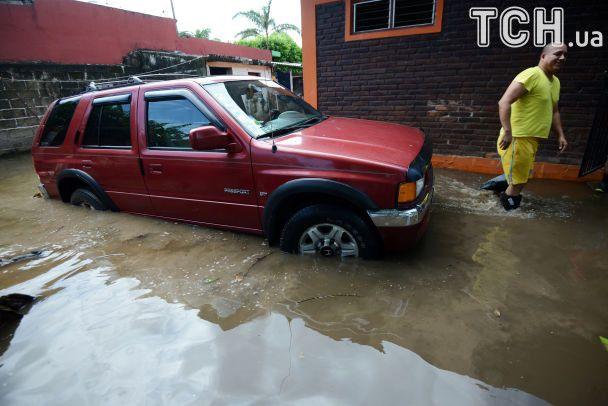 Мексика оговтується від потужного землетрусу
