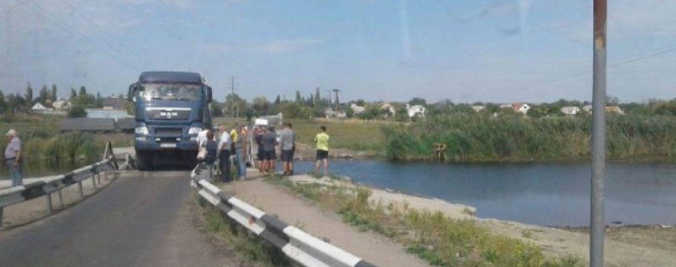 В Николаевской области грузовик разрушил мост