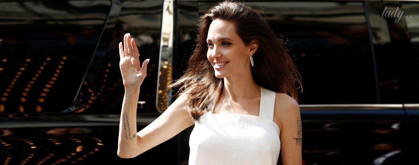 Похорошела: Анджелина Джоли с детьми приехала на кинофестиваль в Торонто