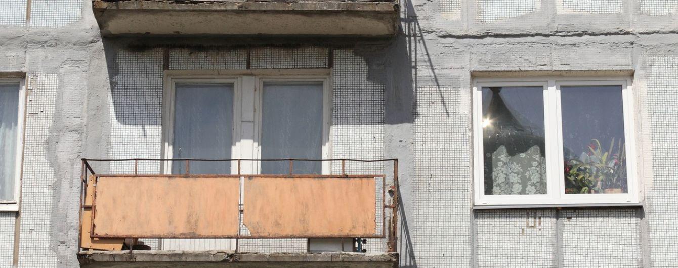 Во Львове женщина выпала с 7-го этажа и выжила