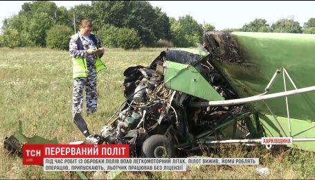 Самолет, который обрабатывал удобрениями поля, упал на Харьковщине