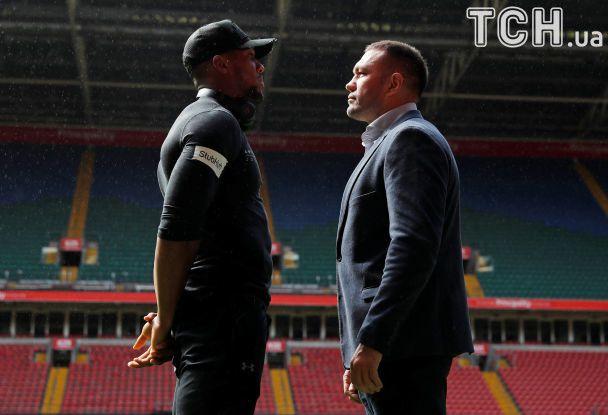 Face to face. Джошуа и Пулев встретились в Кардиффе перед чемпионским боем